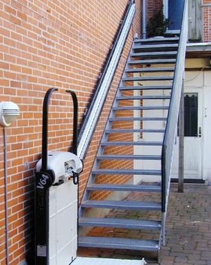 Escaleras y barandales puertas automaticas grupo famig for Escaleras metalicas exteriores precios